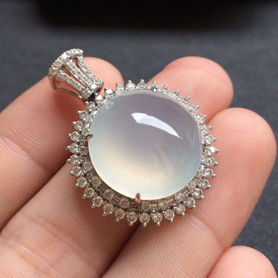 镶白18K金钻石冰种淡晴水色翡翠胸坠