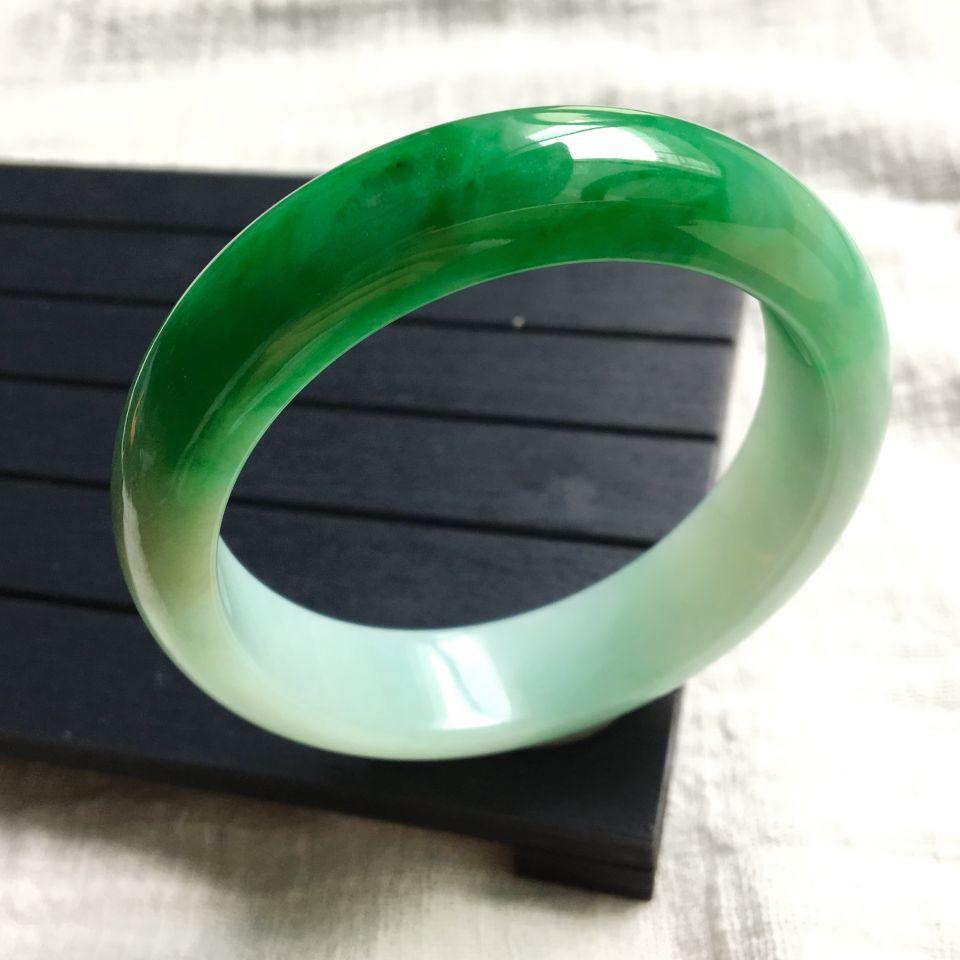 糯冰种飘阳绿手镯(55.8mm)