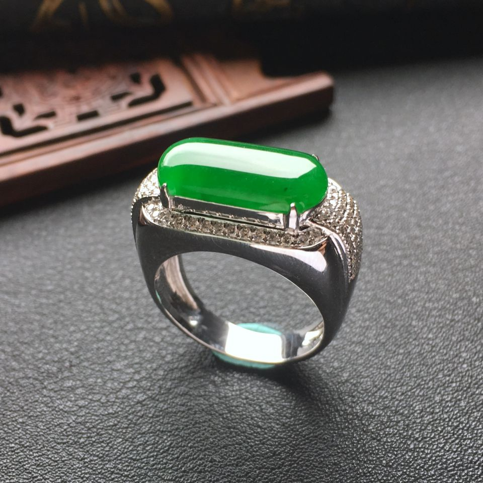 冰种阳绿镶白金钻石马鞍戒指