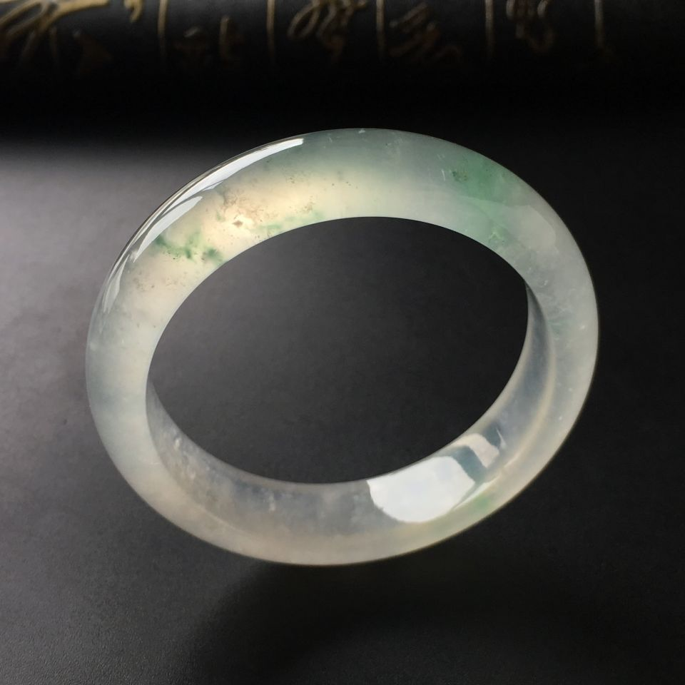 (超值推荐)冰玻种飘绿花手镯(53.8mm)