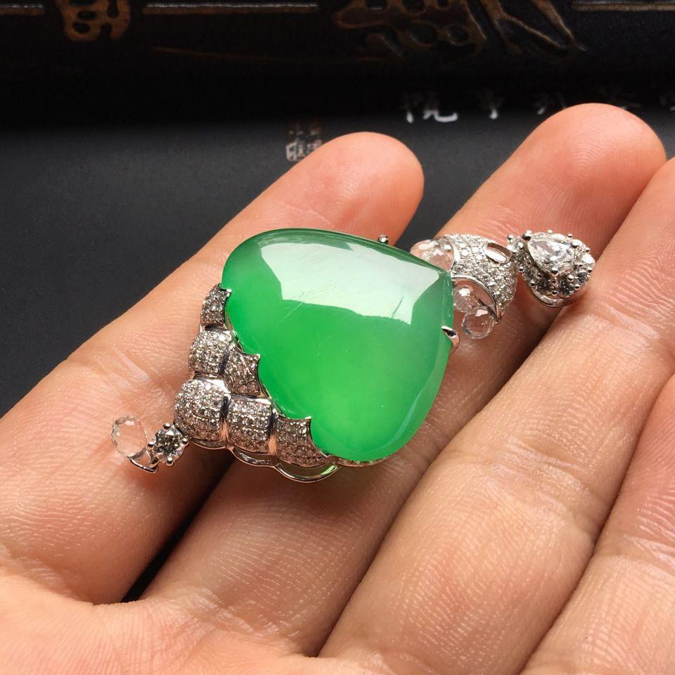 (超值推荐)镶白金钻石冰种绿晴水水滴胸坠