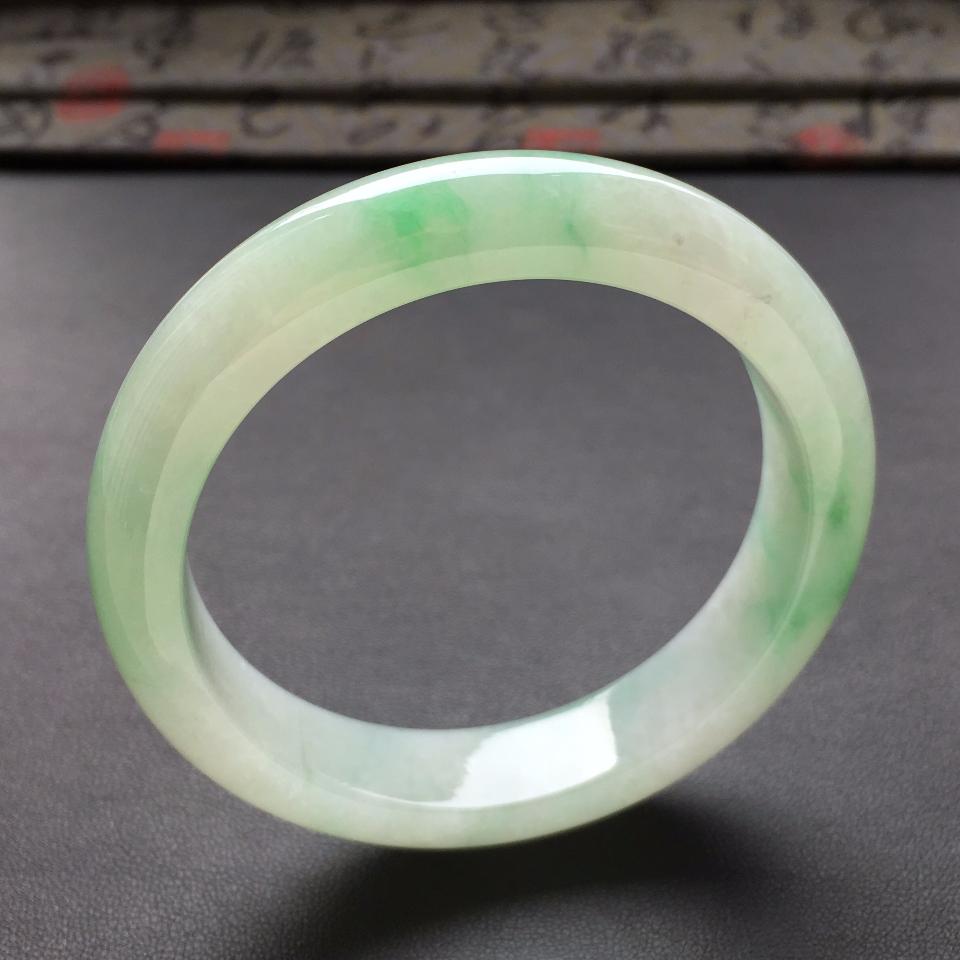 糯冰种飘绿花手镯(55.5mm)