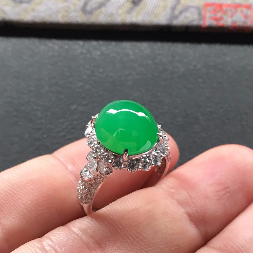 糯冰种翠色镶白金钻石戒指