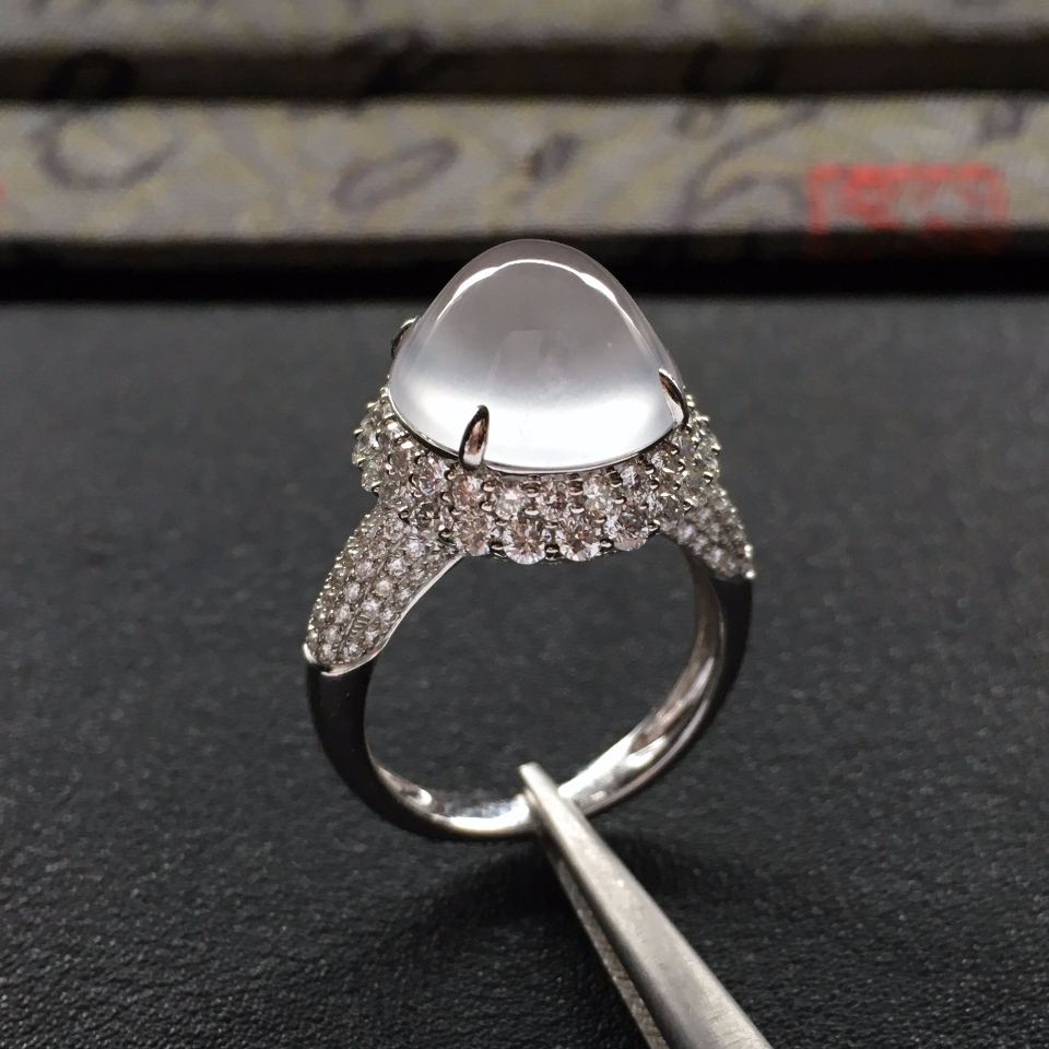 冰玻种白色镶白金钻石戒指