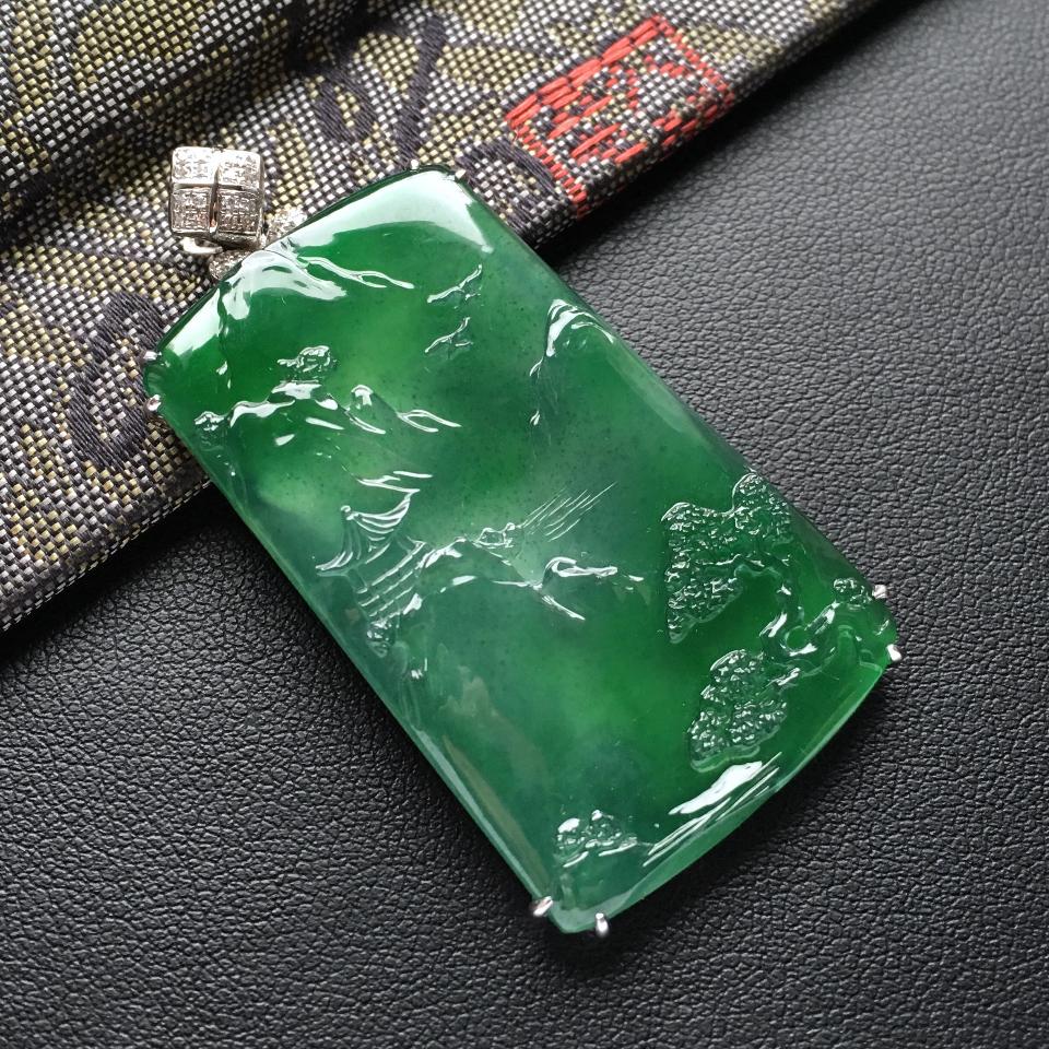 冰种蓝绿镶白金钻石山水牌胸坠