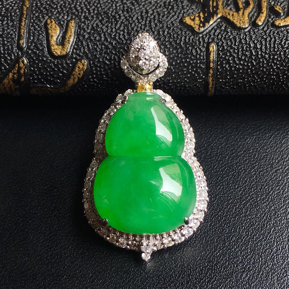 镶白18K金钻石细糯种果绿葫芦胸坠