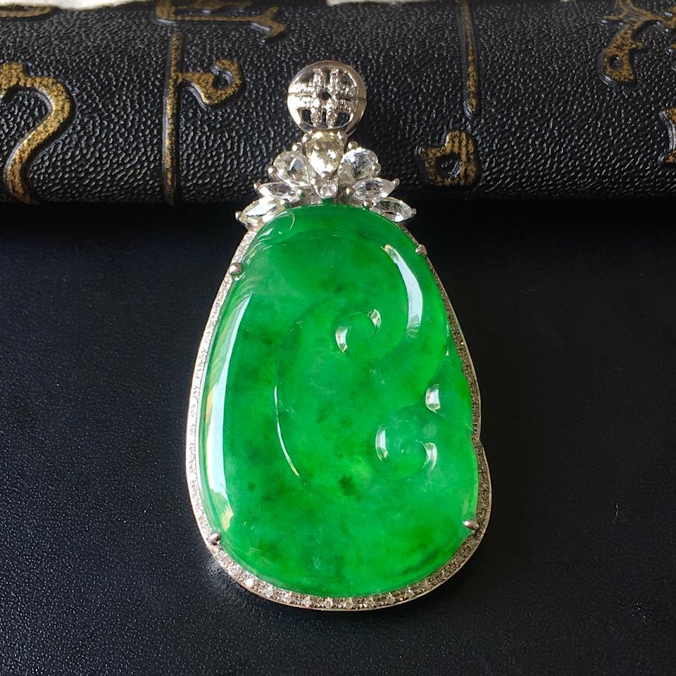 镶白18K金钻石冰种阳绿如意胸坠