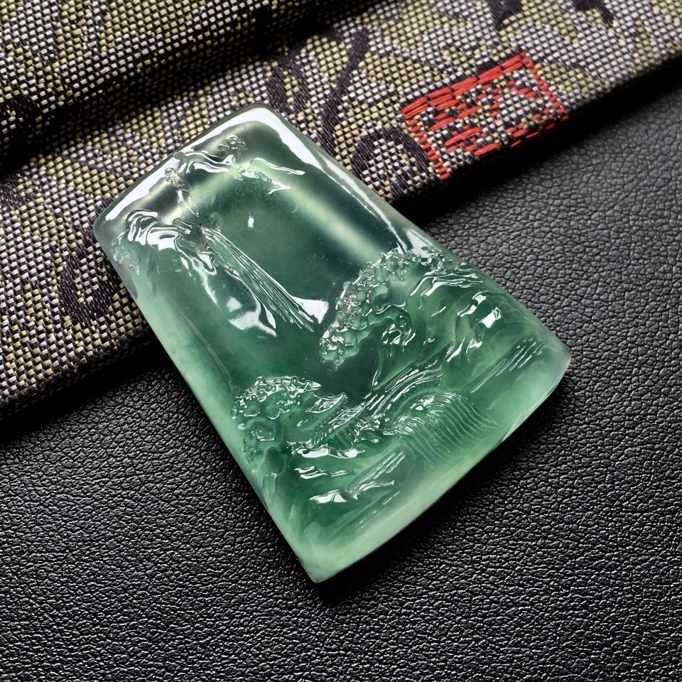 (超值推荐)冰种飘绿花山水牌挂件