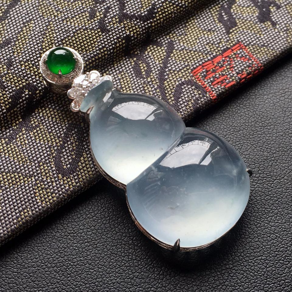 (超值推荐)冰玻种晴水略飘花镶白金钻石葫芦胸坠