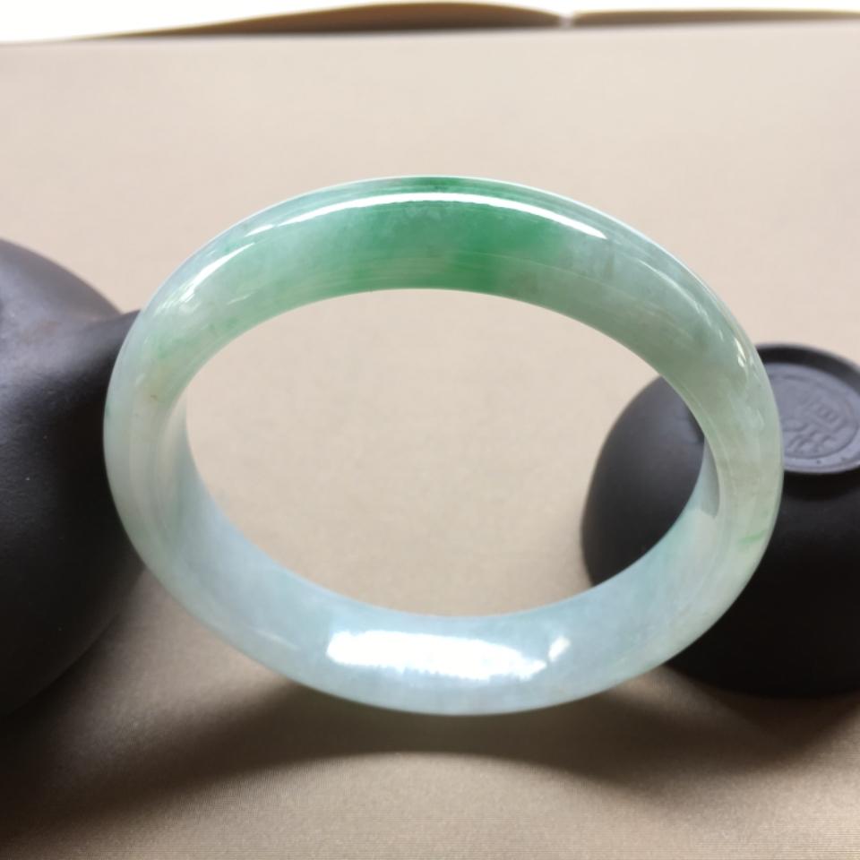(超值推荐)细糯种飘翠色正圈手镯56.8mm