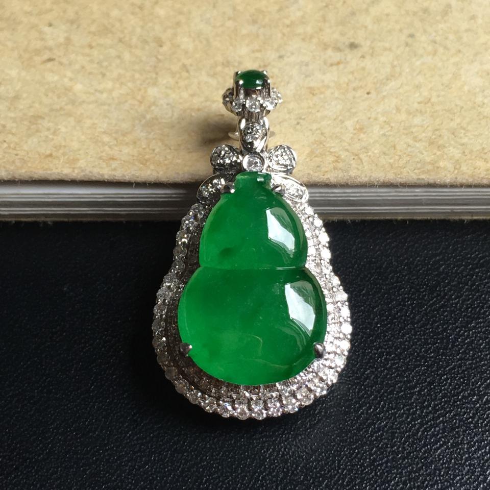 镶白18K金钻石糯冰种浓绿葫芦胸坠