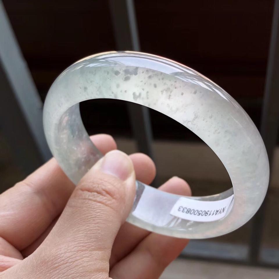冰种略飘花翡翠手镯(56.8mm)