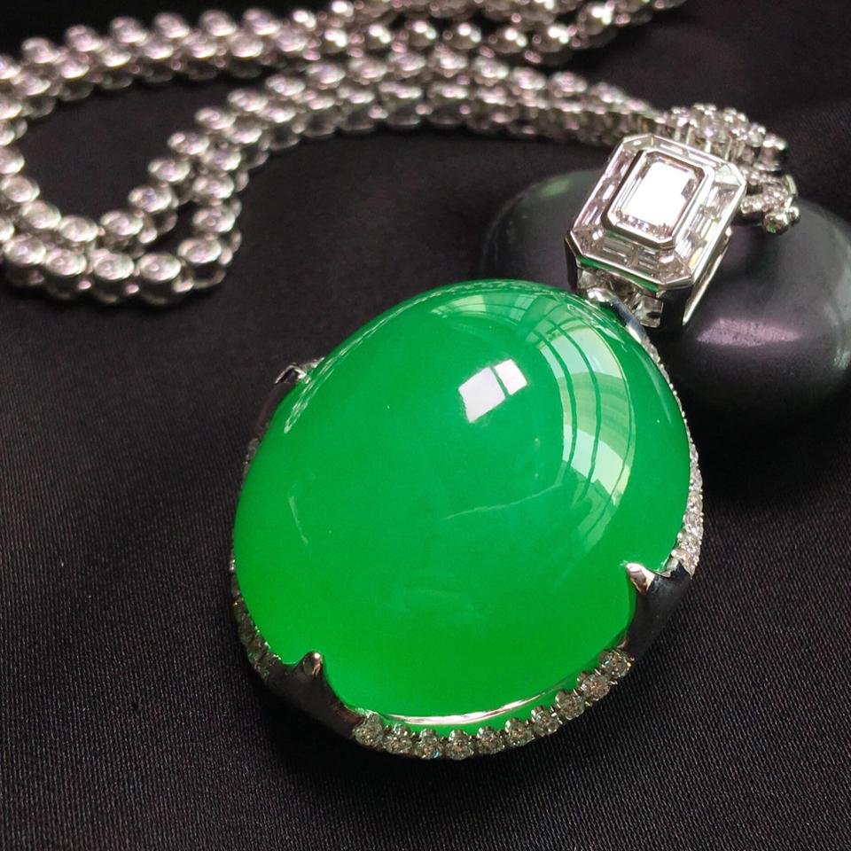 冰玻种阳绿镶彩金钻石胸坠翡翠