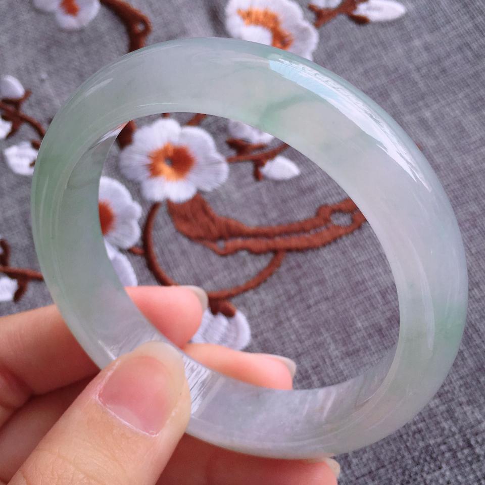 翡翠冰种淡绿宽边手镯(56.7mm)