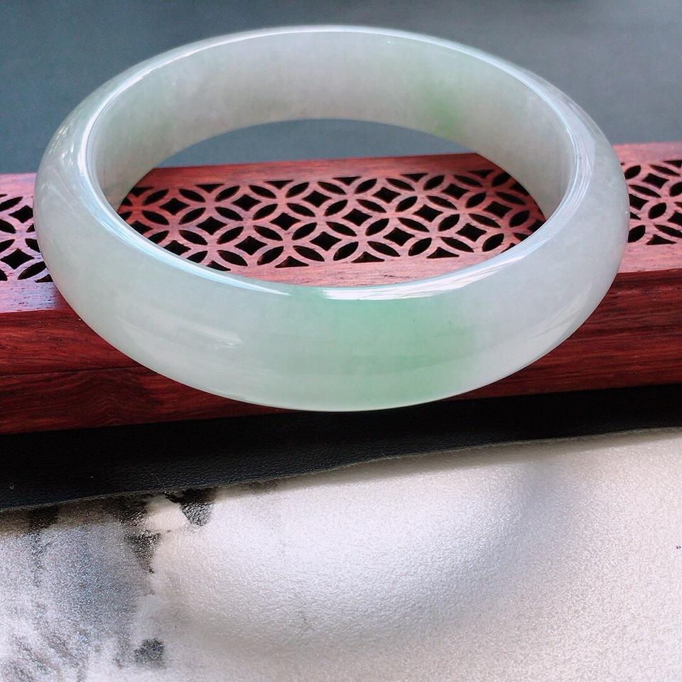翡翠糯冰種淡綠正圈手鐲58mm