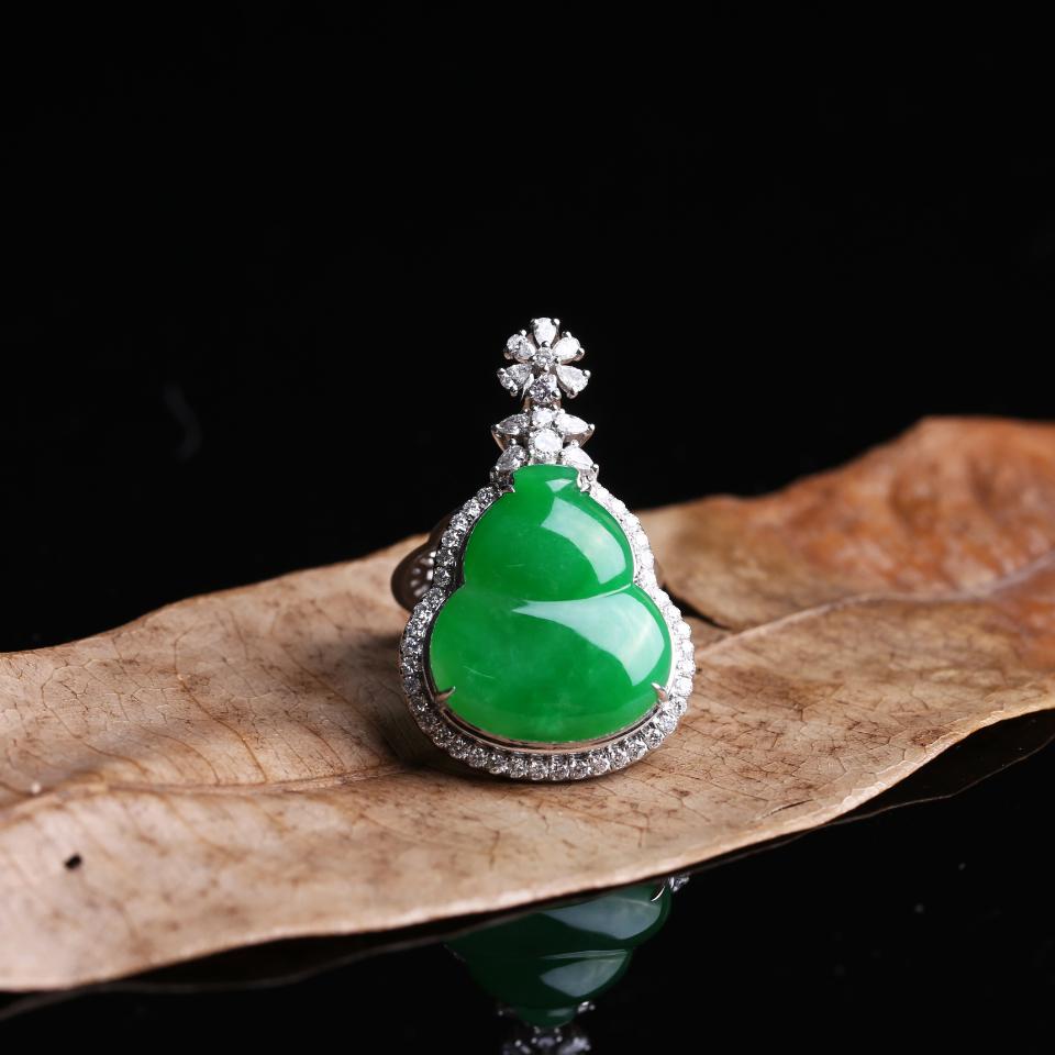 糯冰浓绿镶嵌葫芦