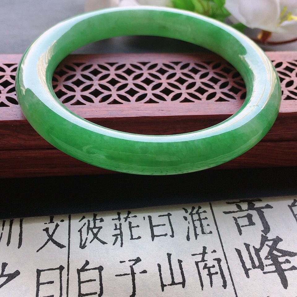 翡翠細糯種果綠圓條手鐲53mm