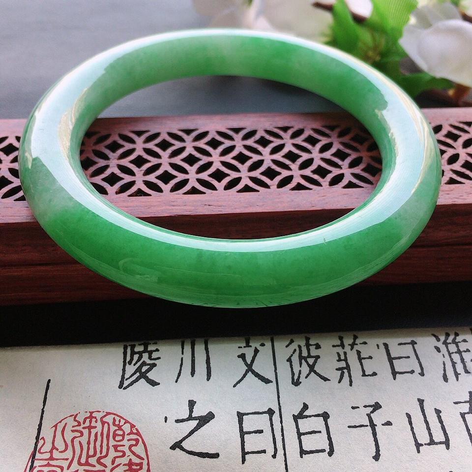 翡翠細糯種果綠圓條手鐲56mm