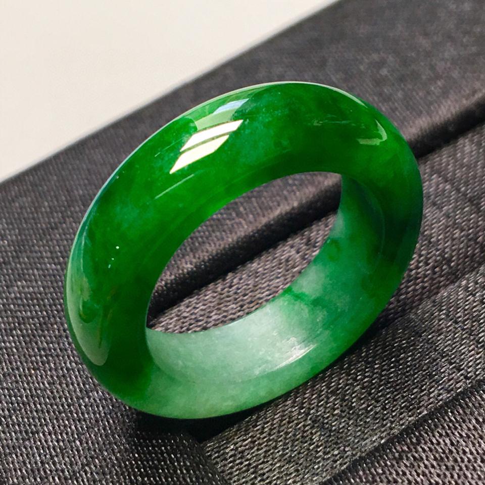 糯冰种浓绿指环翡翠