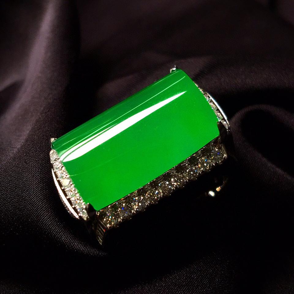 冰种阳绿镶白金钻石马鞍戒指(男戒)翡翠