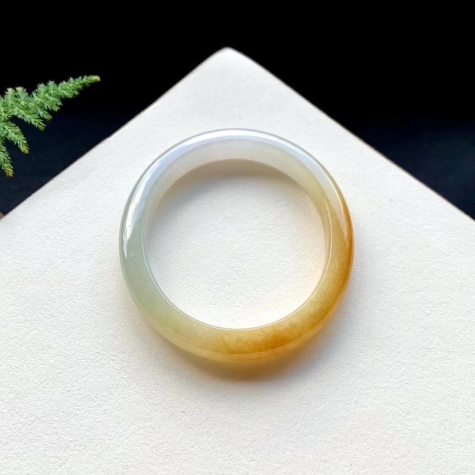 54.1mm糯冰种飘黄翡贵妃手镯翡翠
