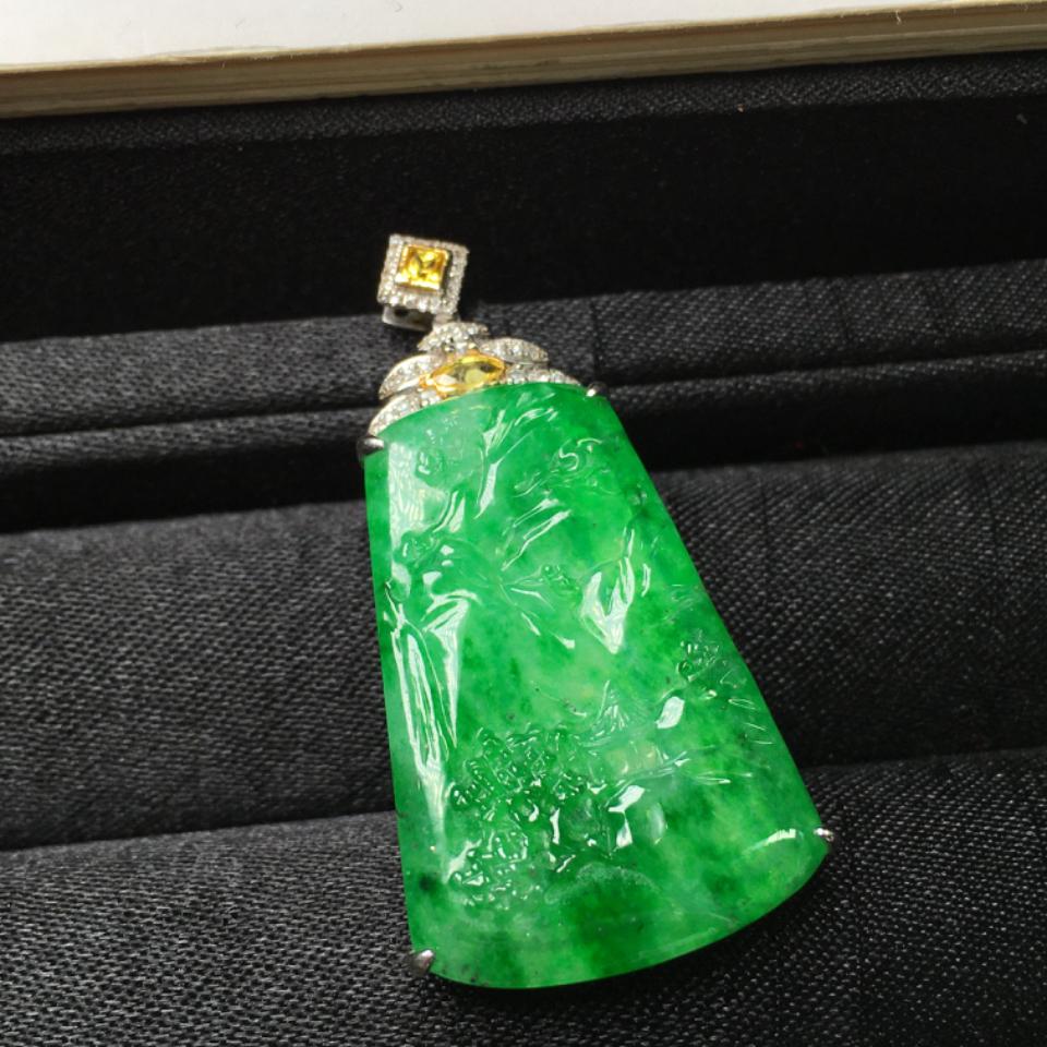 (超值推荐)冰种满绿18K金钻石镶嵌山水牌吊坠