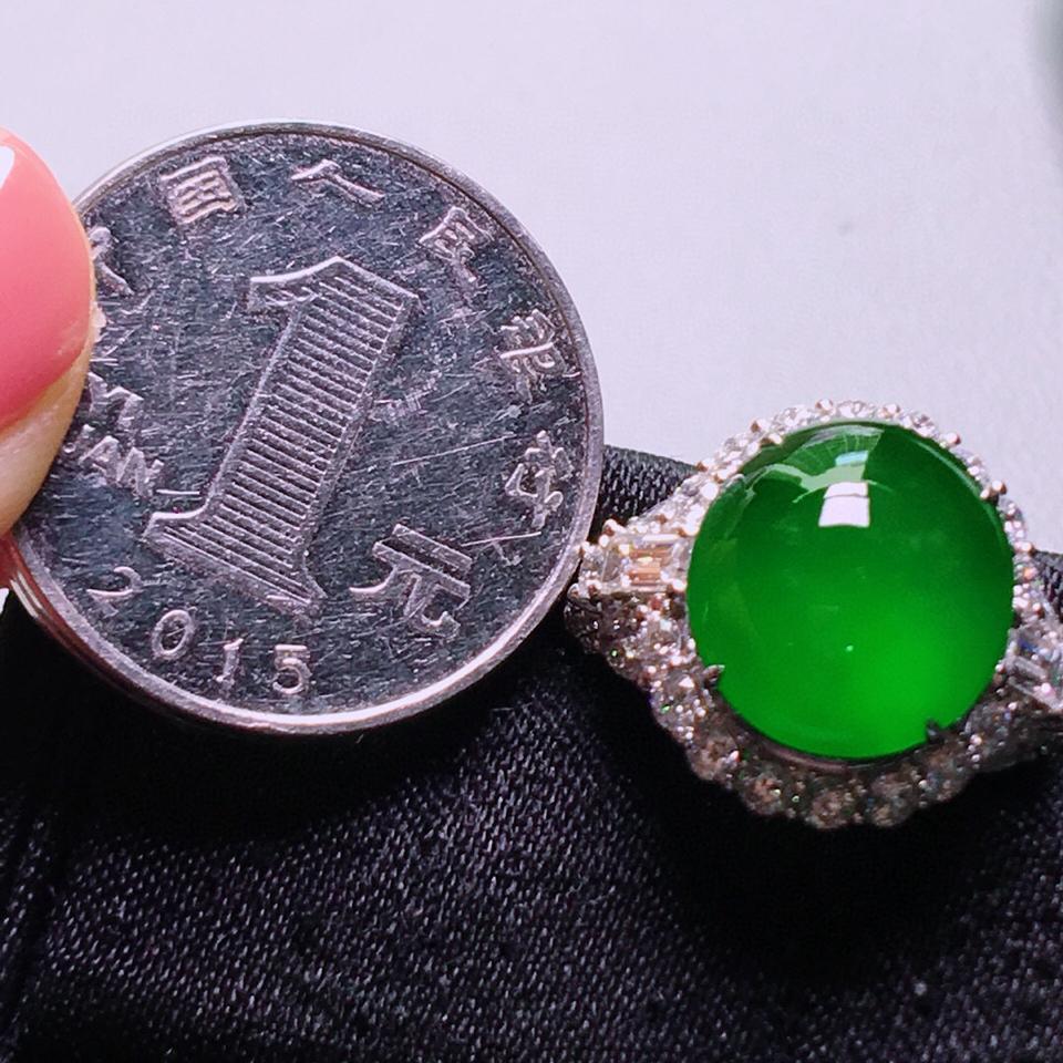 冰玻种阳绿镶白金钻石戒指 翡翠