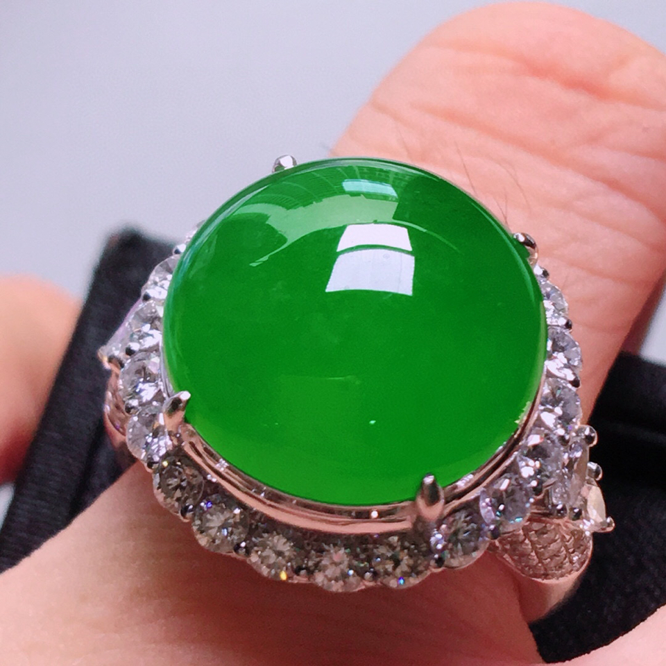 冰种满绿镶白金钻石戒指 翡翠