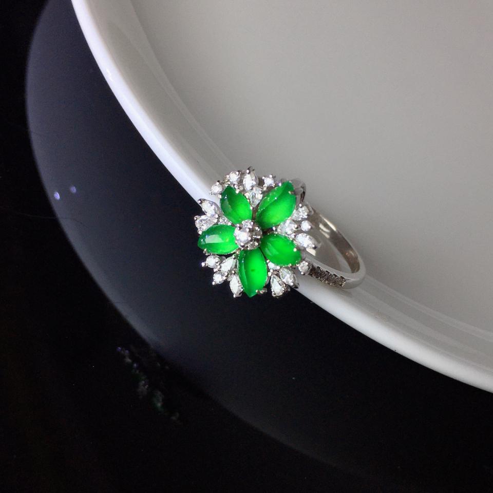 (超值推荐)18K金钻镶冰种绿随形戒指