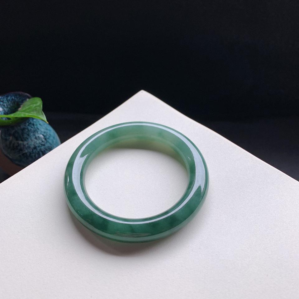 细糯种油绿圆条手镯56mm