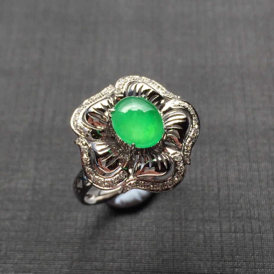 (超值推荐)镶白金钻石冰种翠绿翡翠戒指
