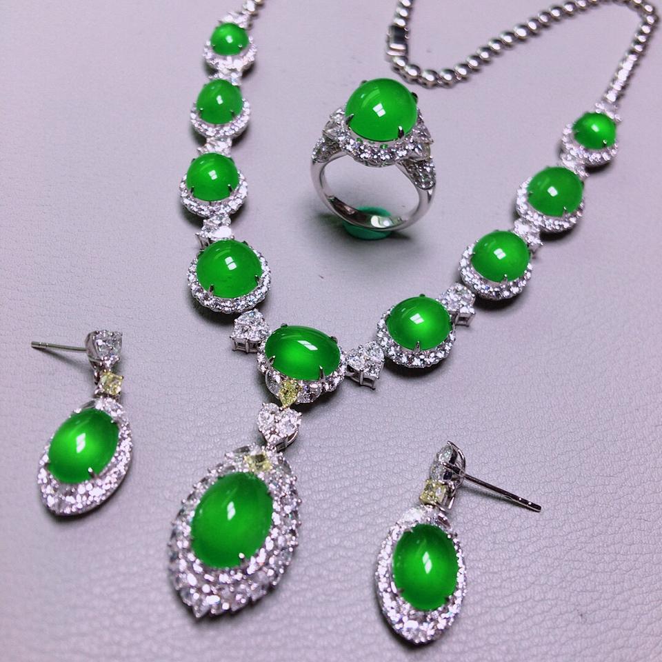 冰玻种阳绿镶白金钻石项链、戒指、耳坠套装翡翠