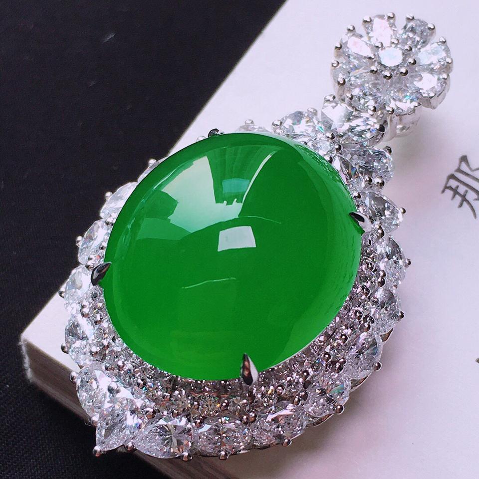 冰玻种满绿镶18K白金钻石胸坠翡翠