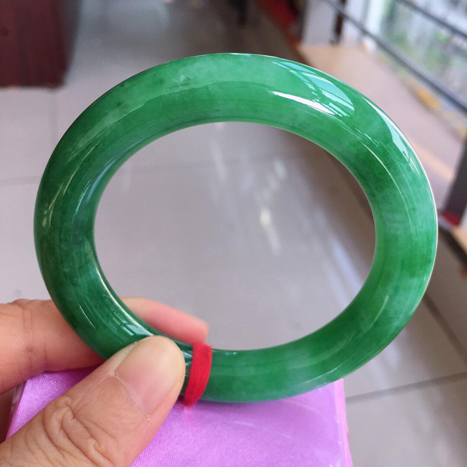 糯冰种豆绿圆条手镯翡翠
