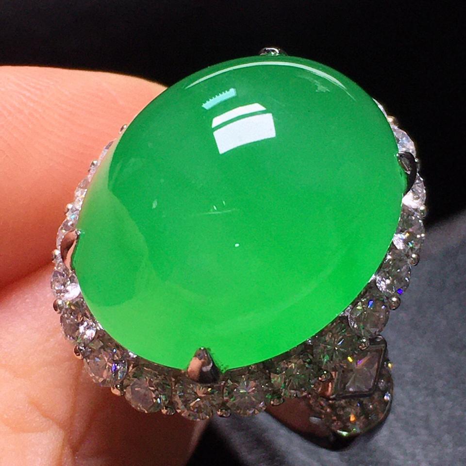 冰玻种苹果绿镶白金钻石戒指翡翠