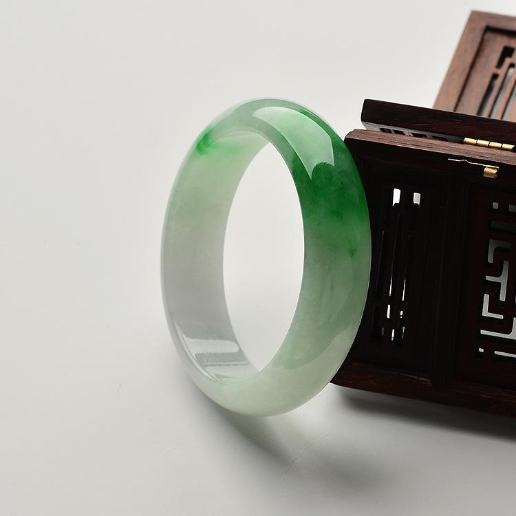 糯冰种飘阳绿手镯(57.9mm)