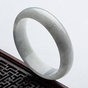 (超值推荐)糯冰种淡晴水手镯(59.4mm)