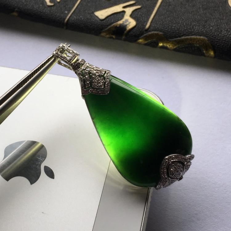 (超值推荐)冰种墨翠镶白金钻石胸坠