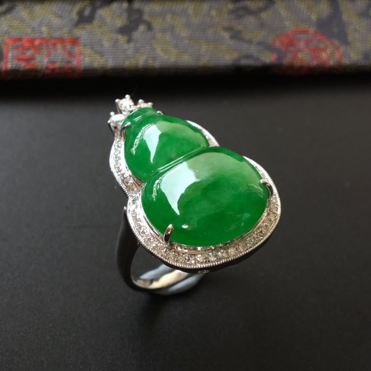 (超值推荐)糯冰种阳绿镶白金钻石葫芦戒指/胸坠两用