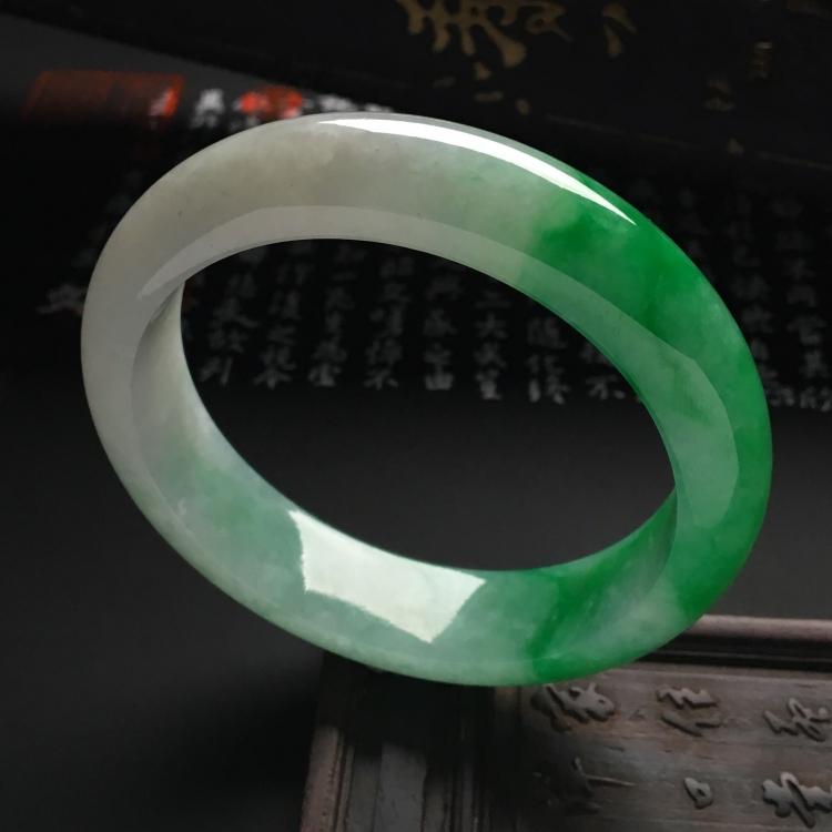 (超值推荐)糯冰种飘阳绿手镯(55.3mm)