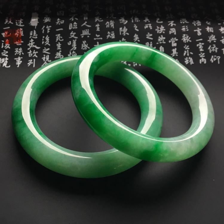 (超值推荐)糯冰种阳绿圆条手镯一对(56mm、56.1mm)