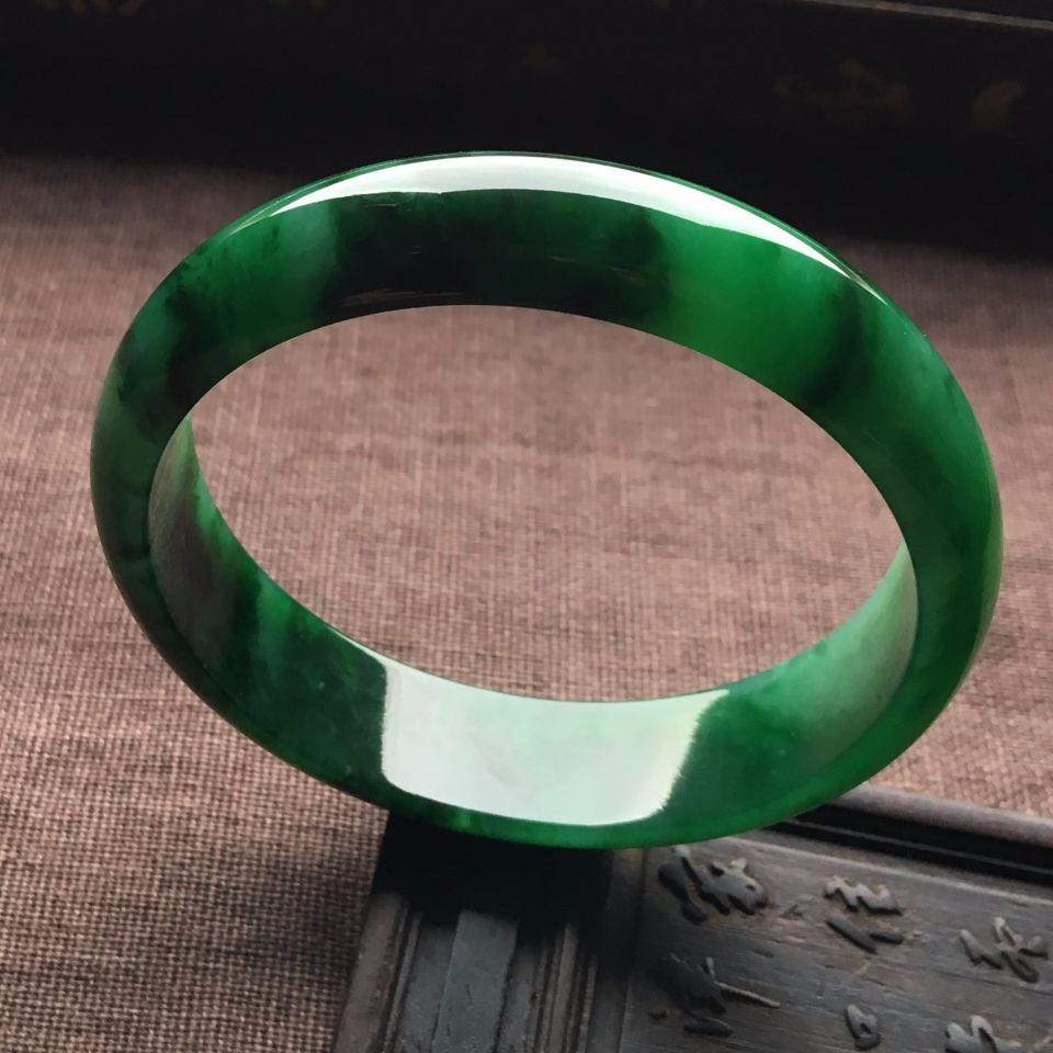 翡翠手镯颜色之满绿翡翠手镯~蓝水翡翠手镯