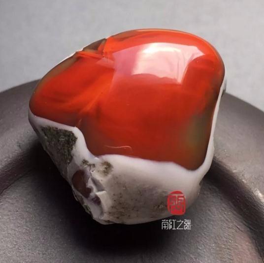 这样独特的南红原石,我可以看上一整天!