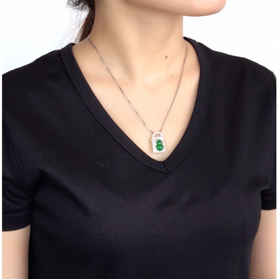 (超值推荐)糯冰种深绿镶白金钻石平安锁胸坠