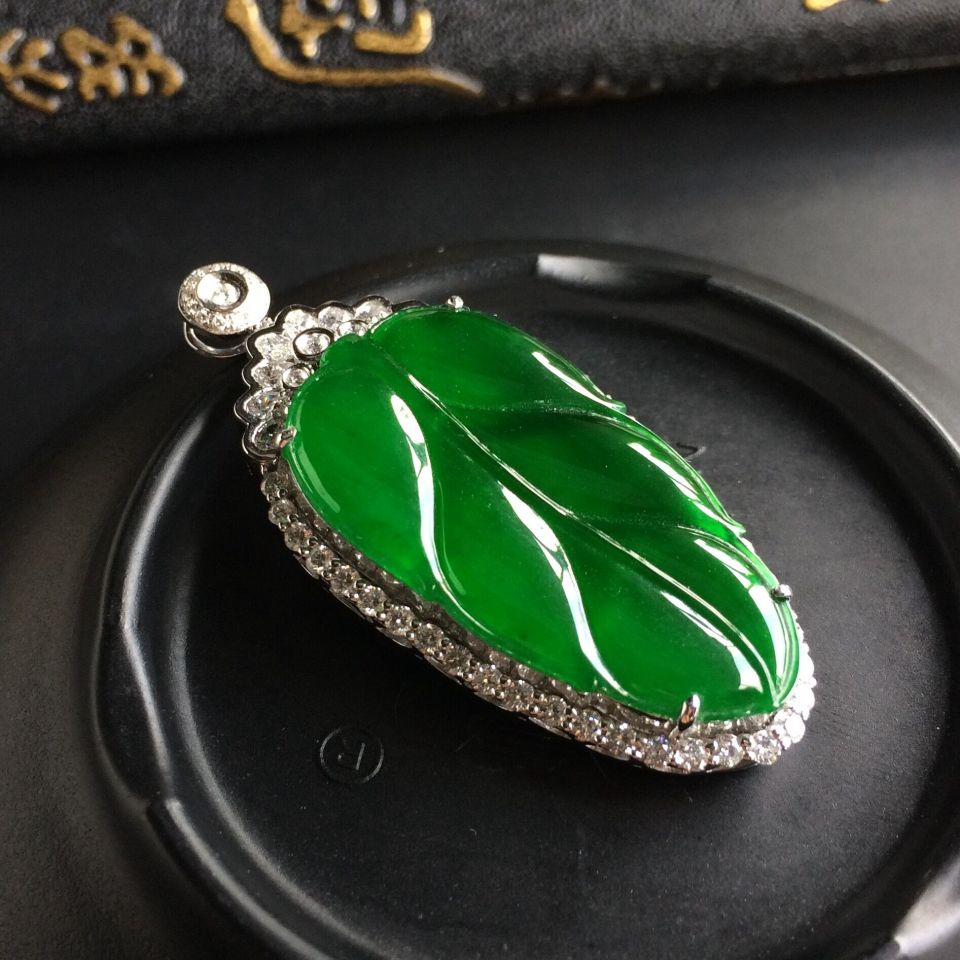 (超值推荐)冰种帝王绿镶白金钻石金枝玉叶胸坠