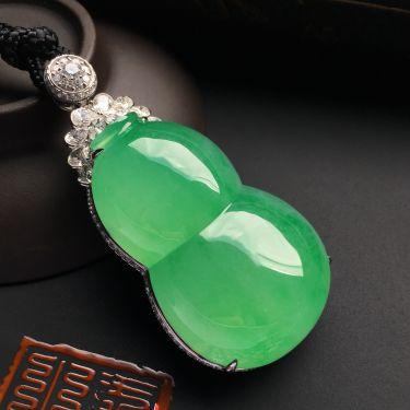 (超值推荐)镶白金钻石冰种绿晴水葫芦胸坠