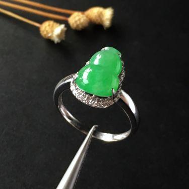 (超值推荐)冰种淡绿镶白金钻石葫芦戒指