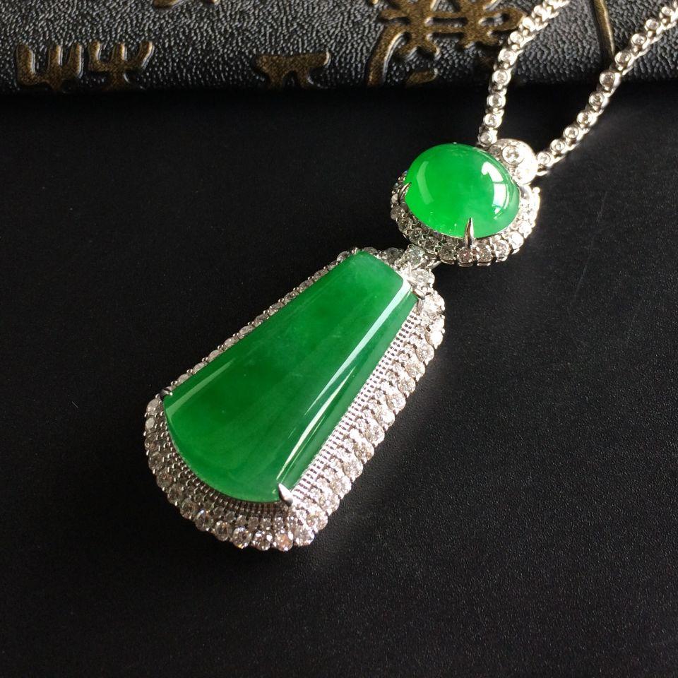 (超值推荐)冰种阳绿镶白金钻石平安无事胸坠