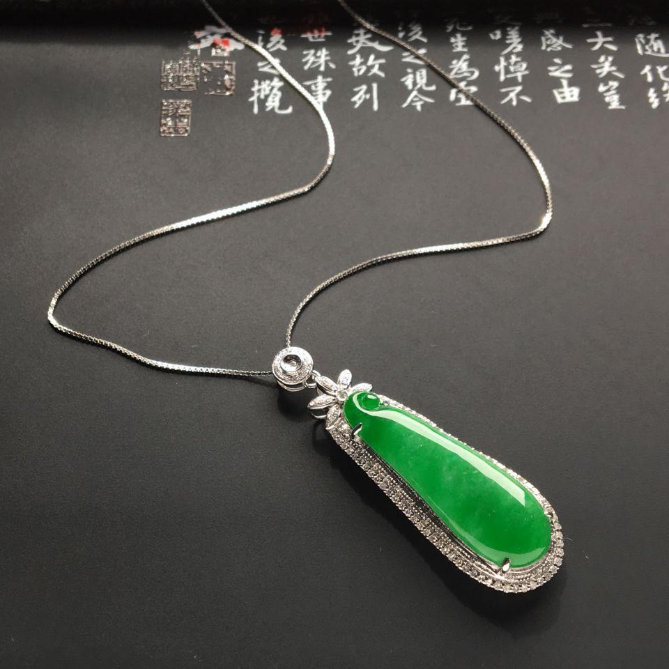 镶白金钻石糯冰种翠色福瓜胸坠(银链)