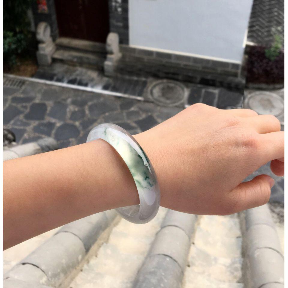 冰种飘花贵妃镯(56.3mm-50.5mm)